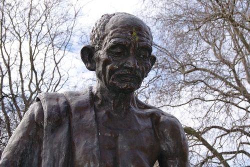 gandhi,tavistock aikštė,Londonas,statula,camden,paminklas