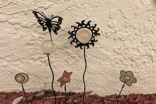 sodo menas,pasakų sodas,kraštovaizdžio dizainas,galinis kiemas,drugelio menas,saulės menas,sodas,lauko menas,įnoringas,apdaila,gėlių,artsy,meno,kiemo menas,metalo menas,gintaro avalona