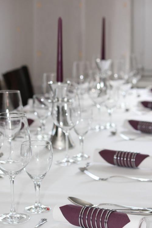 gedeckter stalas,stalas,padengtas,šventė,banketų stalas,stalo dekoravimas,lenta