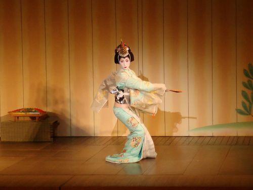 geiša,teatro,Japonija,spektaklis,šokis,tradicinis