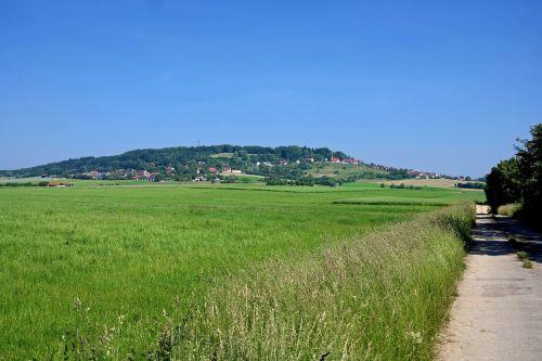 Vokietija,laukas,kelias,kelias,takas,kaimas,kaimas,kalnas,miškas,medžiai,vasara,pavasaris,gamta,lauke,dangus,debesys,Šalis,kaimas