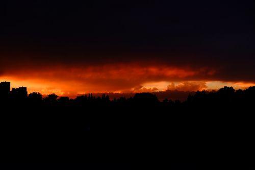 gewitterstimmung,saulėlydis,vakarinis dangus,dangus,vakaras,griauna,nuotaika,tamsūs debesys,Persiųsti,oro temperamentas,tamsus dangus,saulė,abendstimmung,dramatiškas dangus,siluetas,audra,debesų formacijos,kraštovaizdis,niūrus,raudona,geltona,auksinis
