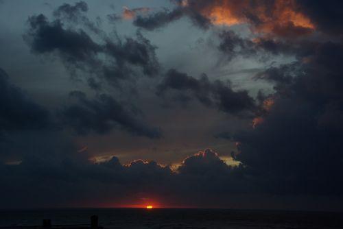 gewitterstimmung,tamsūs debesys,audra,dangus,saulėlydis,debesų formavimas,tamsus dangus,audros debesys