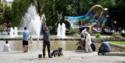 milžinas,burbulas,vanduo,linksma,muilas,juokinga,gatvė,atlikėjas,parkas,pramogų atlikėjas,pučia,Norvegija