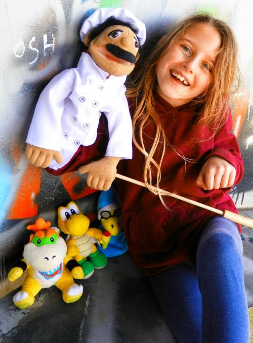 mergaitė,pliušai,pliušas,lėlė,virėjas,žaislai,vaikas