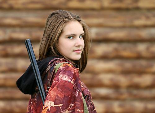 mergaitė,miškininkas,medžiotojas,gamtos apsauga,medžioklė,šautuvas,ginklai,rąstai,namelis,bagažinė,Šaudymas,medžiotojas,Amazon