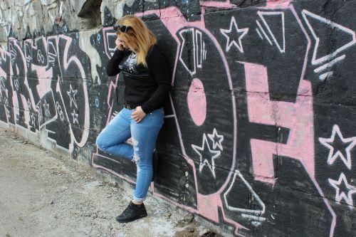 mergaitė,grafiti,laikysena,nuotrauka
