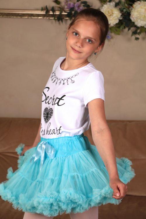 mergaitė,sijonas,fotografija,plaukai,akys,modelis,vaizdas,laikysena,verpimo,gražus,mielas,vaikystę