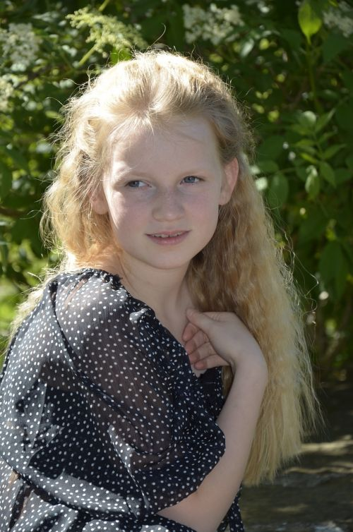 mergaitė,šviesūs plaukai,ilgi plaukai,Šviesiaplaukis,portretas,plaukai,graži,akys,šypsena,grožis,karalienė