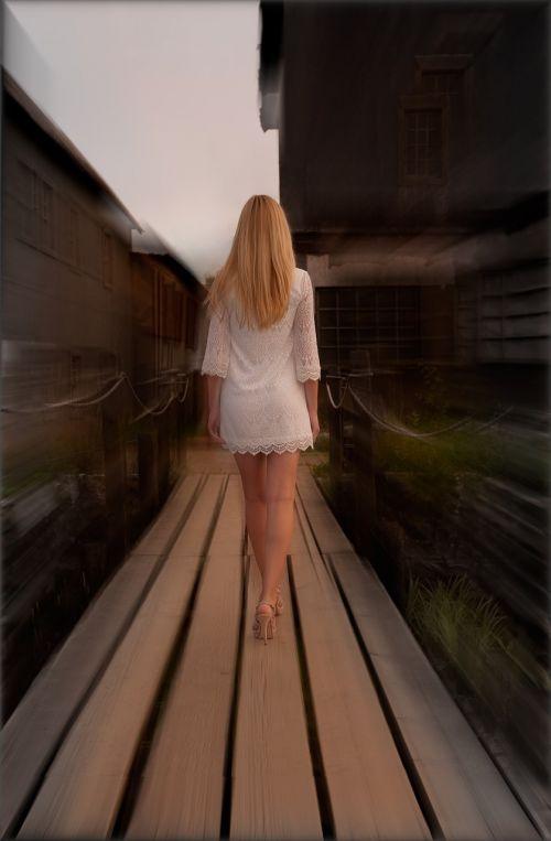 mergaitė,jaunimas,išnyksta jaunimas,atsisveikinimas,liūdesys,laikas