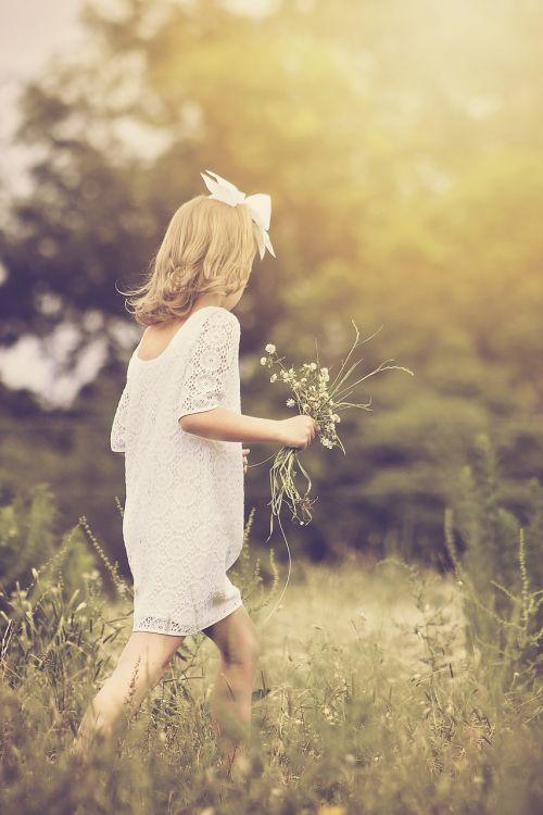mergaitė,vaikščioti,jaunas,gamta,lauke,vaikystę,Moteris,vaikas,vasara,vaikščioti