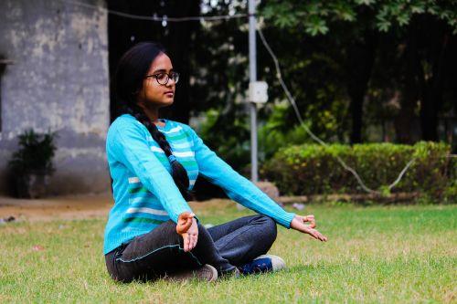 mergaitė,meditacija,joga,laikysena,ramus,taika,pratimas,Lady,taikus,žolė,rytas,dusk