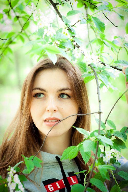 mergaitė, sodas, botanikos, botanikos sodas, medis, atostogos, saulė, lapai, gėlė, kelionė, gamta, šviesa, parko gamykla, sarzhyn yar, pašalinti nuotrauką