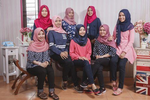 mergaitės,draugai,laimingas,jaunas,laiminga moteris,žmonės,laimingi draugai,Draugystė,Moteris,laimė,moteris,grupė,kartu,šypsosi,paaugliai,moterų draugai,indonesian,Riau,bendrabutyje