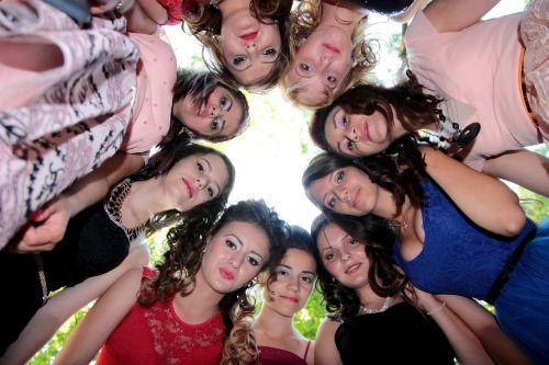 mergaitės,Draugystė,ratas,šypsena,kartu,grožis