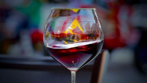 stiklas,vynas,alkoholis,gerti,baras,vakarėlis,šventė,kokteilis,skystas,alkoholinis,baras,booze,raudona,atspindys