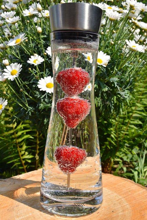 stiklo ąsotis, grafinas, vandens, mineralinis vanduo, gerti, žinoma, šviežias, braškės, vaisių, vaisių, Braškių, stiklinė vandens, šviesos, šešėlis, stiklas