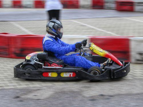 motorsportas,lenktynės,lenktynės,eiti kart kartkau,lenktynių trasa,kartingo lenktynės,lauko sporto kompleksas,eik kart,Lenktyninio automobilio vairuotojas,kartinis lenktynes