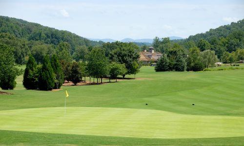 golfo laukas,golfas,Sportas,žalias,žinoma,žolė,žaidimas,golfo aikštynas,dangus,rutulys,kraštovaizdis,klubas,golfas,varzybos,gamta,poilsis,golfo žaidėjas,skylė,lauke,laukas,golfo lazdos,sūpynės,golf swing,vasara,medžiai,žaisti,įranga,konkuruoti,golfo kamuoliukas,tee,farvaterius,golf tee,laisvalaikis,įdėti,vėliava