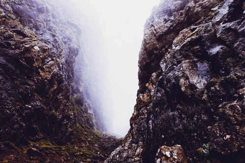 Gorge,kanjonas,kalnai,kietas,kelias,rūkas,miglotas