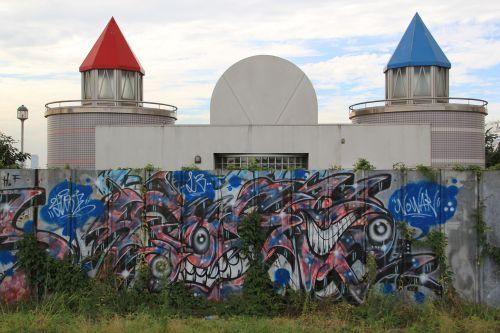 grafiti,parkas,piešimas,gyvenimo būdas,paliktas parkas,žolė,dangus,siena,lauke,dažymas,kūrybingas,Jokohama,Japonija