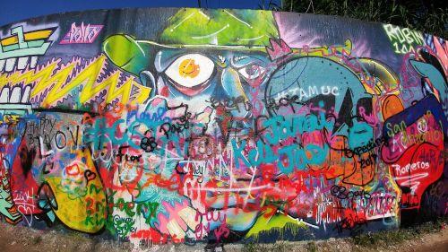 grafiti siena,austin texas,austin,atx,grafiti,ryskios spalvos,lauke,meno kūriniai,kultūra,stilius,vandalizmas,purškiami dažai,dažyti,miesto