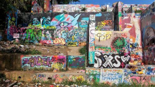 grafiti siena,austin texas,austin,atx,grafiti,ryskios spalvos,lauke,meno kūriniai,kultūra,stilius,vandalizmas,purškiami dažai,dažyti,miesto,Grunge