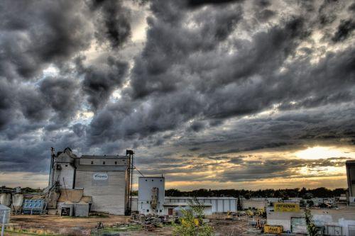 grūdų tvarkymo įmonė,pastatai,silosas,maistas,dangus,debesys,per naktį,augalas,žemės ūkio verslas,operacijos,uždaryta,kraštovaizdis,Alberta,Kanada