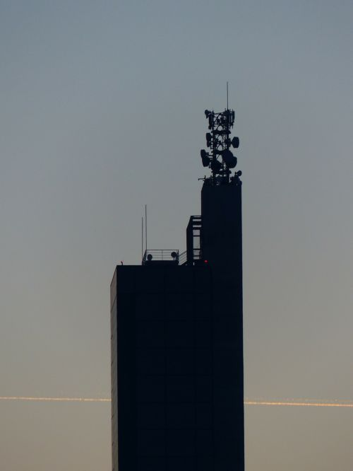 grūdų silosas,schapfe malūnas,mobilus,antenos,mobiliosios radijo antenos,transmisijos bokštas,antenos stiebas,judriojo ryšio operatoriai,miltų malūnas,Jungingen,ulm,swabian alb,didžiausias grūdų silosas,pasaulio rekordas,įrašyti,vokiečių architektūros apdovanojimas,architektūra,pastatas,silosas,atmintis,bokštas