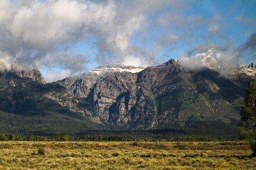 Grand teton,Grand teton nacionalinis parkas,Nacionalinis parkas,parkas,usa,kalnai,kalnas,dangus,gražus,natūralus,Rokas,piko,lauke,Šalis,sniegas