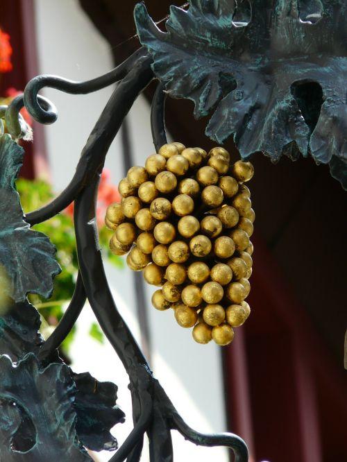 vynuogės,Gasthof,skydas,alaus darykla,samurajus,nosies skydas,užeiga,svečių namų skydas,auksinis,šviesti,blizgesys,auksas,vynas
