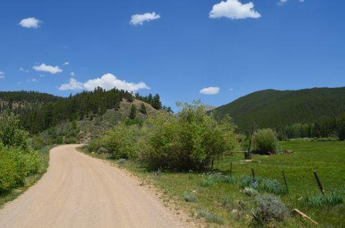 žvyro kelias,kelias,vasara,kryptis,kelias,kelias,kelionė,kalvos,tikslai,šalies juosta,kaimo keliukas,purvo kelias
