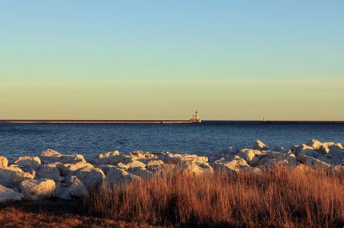 didieji ežerai,vanduo,ežerai,kranto,vaizdingas,pakrantė,horizontas,taikus,ramus,kranto linija,kraštovaizdis,švyturys,mėlynas,dangus,akmenys,saulėtas