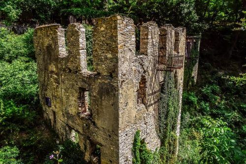 Graikija,Pelio,milies,namas,paliktas,sunaikinta,sugadinti,skilimas,architektūra
