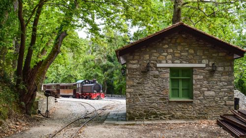 Graikija,magnezija,milies,traukinių stotis,bėgiai,traukinys,vintage,turizmas