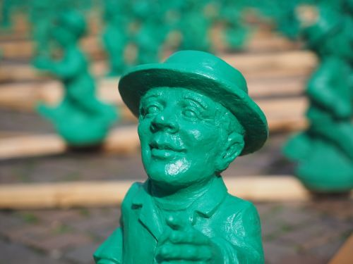 žali vyrukai,menas,meno kūriniai,vienybės simbolis,vieneto simbolis,mažas žalias žmogus,frankfurter römerberg,Frankfurtas,lankytinos vietos,Senamiestis,vyrai,žalias,ddr-išradimas,meno projektas,meno objektas,ottmar hörl,skaičiai,figūrinis meno kūrinys,meno instaliacija,vienetai vyrai,įveikti ribas,skulptūra,serijinis monochrominis paveikslas,vienetiniai vyriški ženklai,invazija į žalias vyrus,Ost-ampelmann,plastikiniai figūrėliai