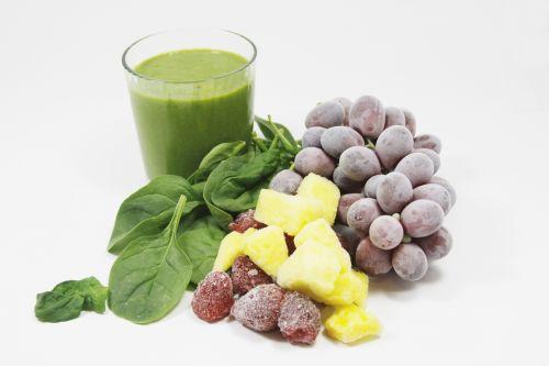 žalias, vaisių kokteilio, gerti, sušaldyta, vaisiai, špinatai, uogos, ananasai, vynuogės, žalia skonio sušaldyti vaisiai
