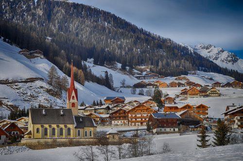 gsies,italy,kalnai,kraštovaizdis,vaizdingas,žiema,sniegas,miškas,medžiai,pastatai,architektūra,gamta,lauke,kaimas,slėnis,hdr