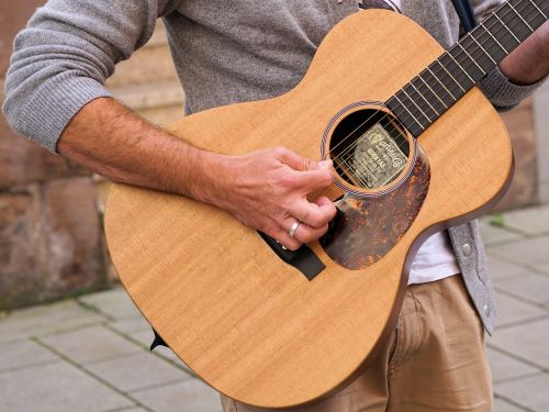gitara,muzika,instrumentas,muzikantas,gatvės muzikantas