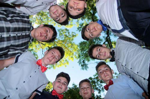 vaikinai,Draugystė,ratas,šypsena,kartu