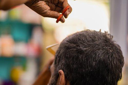 kirpykla, šukuosena, pjovimo plaukus, vyrai, kirpykla, kirpėjas, Grožio SPA, pjovimas, tik vyrai, dizainas, skerspjūvis, Žmogaus plaukai, mada, kirpykla, žirklės, Grožio, kosmetologė, elegancija, modernus, darbo, jauni vyrai, barzda, patalpoje