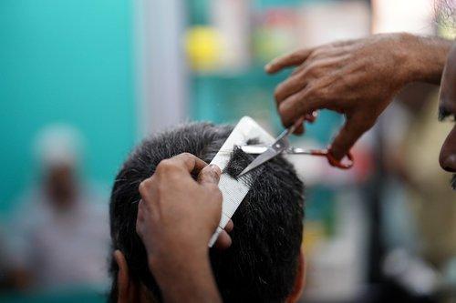 kirpykla, šukuosena, pjovimo plaukus, vyrai, kirpykla, kirpėjas, Grožio SPA, pjovimas, tik vyrai, dizainas, skerspjūvis, Žmogaus plaukai, mada, kirpykla, žirklės, Grožio, kosmetologė, elegancija, modernus, darbo, jauni vyrai, barzda, Vidinis