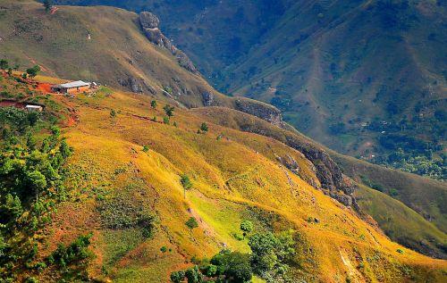 haiti,kalnai,kraštovaizdis,kietas,akmenys,uolingas,Šalis,kaimas,pastatai,kaimas,slėnis,uraganas,Gorge,kaimas,medžiai,gražus,žolė,augalai,vaizdingas