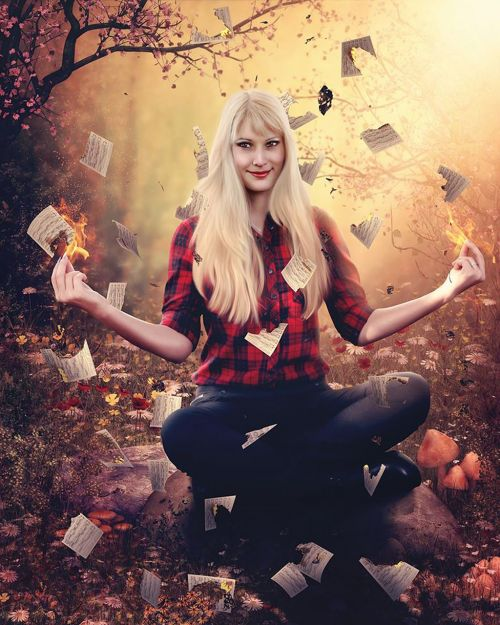 Halloween,Ugnis,Photoshop,Šviesiaplaukis,Halloween nuotrauka,velnias,knygos,apdaila,šventė,šypsena,nuostabi nuotrauka,blondinė mergina,paruoškite Halloween,Halloween knygos,triukas,saldainiai,tradicija,simbolis,šypsena