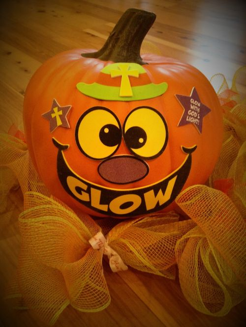 Halloween,moliūgas,moliūgo pleistras,Moliūgas žibintas,krikščionių moliūgas,švyti dievo šviesa,laimingas Halloween,mielas moliūgas,vinetės moliūgai,religinis,tikėjimas,švytėjimo moliūgas