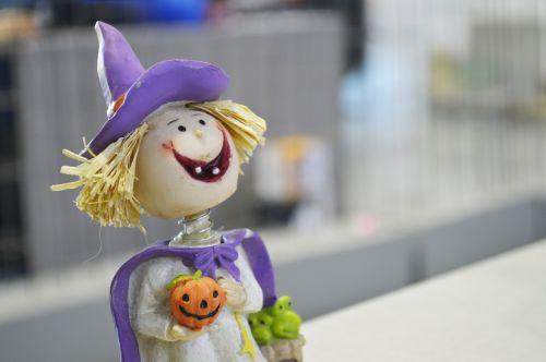 Halloween,ragana,apdaila,ruduo,saldus,moliūgas,vaikas,laimingas,varlė,violetinė,maža ragana