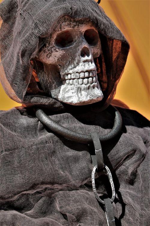 Halloween,baugus,creepy,Spalio mėn,skeletas,kaukolė,baisu,pokštas arba saldainis,Halloween dekoro,giltinė,Halloween dekoravimas,grandinės,gintaro avalona