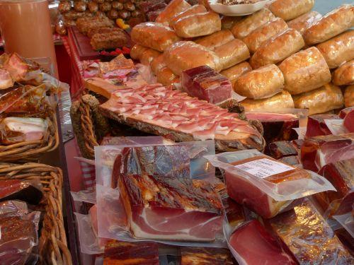 kumpis,dešra,pardavimas,stovėti,mėsa,turgus,mėsos rinka,skanus,maistas,rūkytas kumpis,kumpio rūšys,sausas kietas kumpis,išgydyti,džiovintas oru,rūkyta