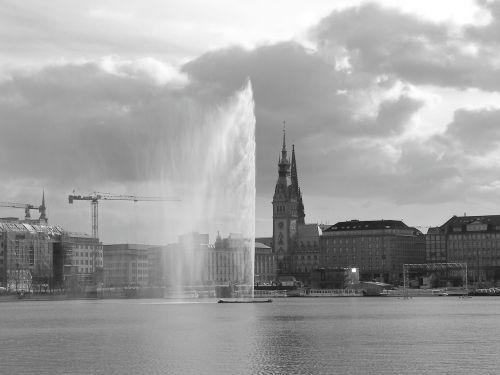 hamburgas,hamburgensien,Alster,fontanas,vandens menas,jungfernstieg,juoda ir balta,vienspalvis,pilkos spalvos skalė,Hanzos miestas Hamburgas