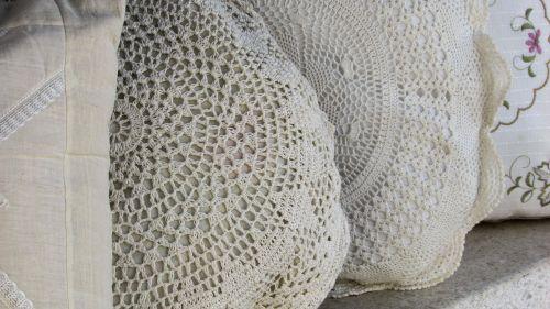 rankdarbiai,siuvinėjimas,rankdarbiai,nėriniai,pagalvės,rankų darbo,amatų,tradicija,Kipras,lefkara,tradicinis